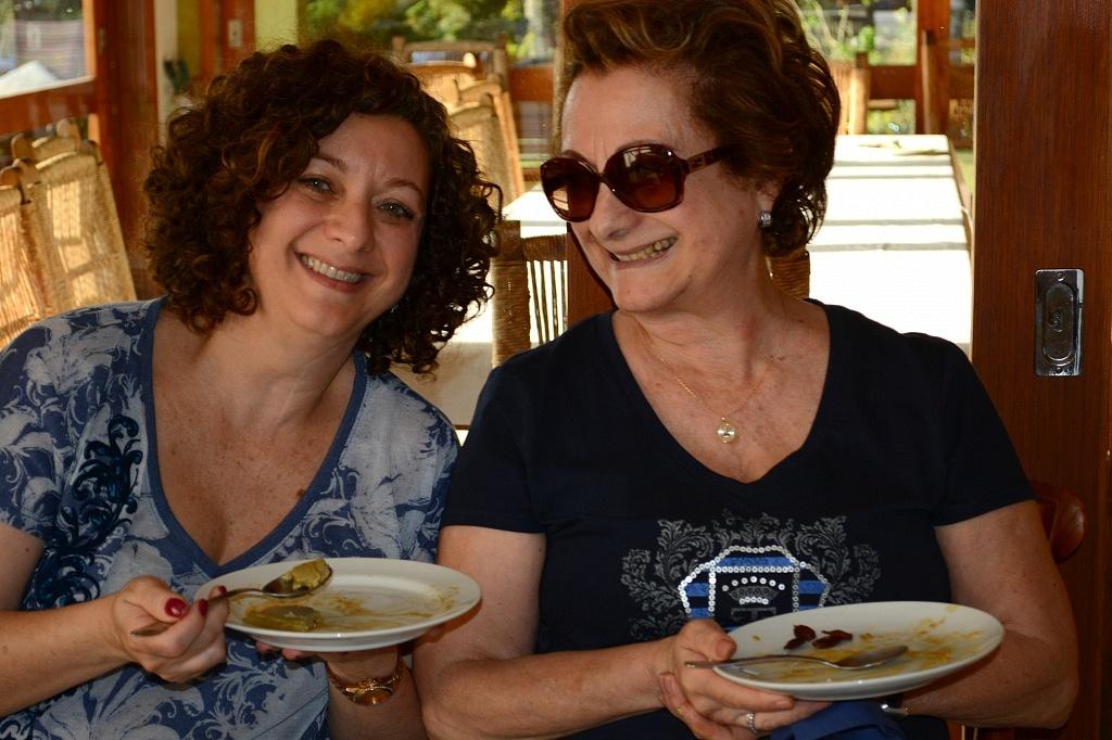 Eu e minha mãe acabando com a sobremesa!