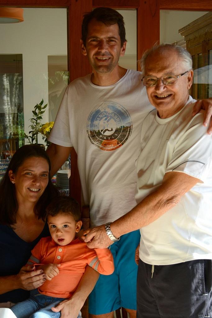 Meu cunhado, seu pai, irmã e sobrinho