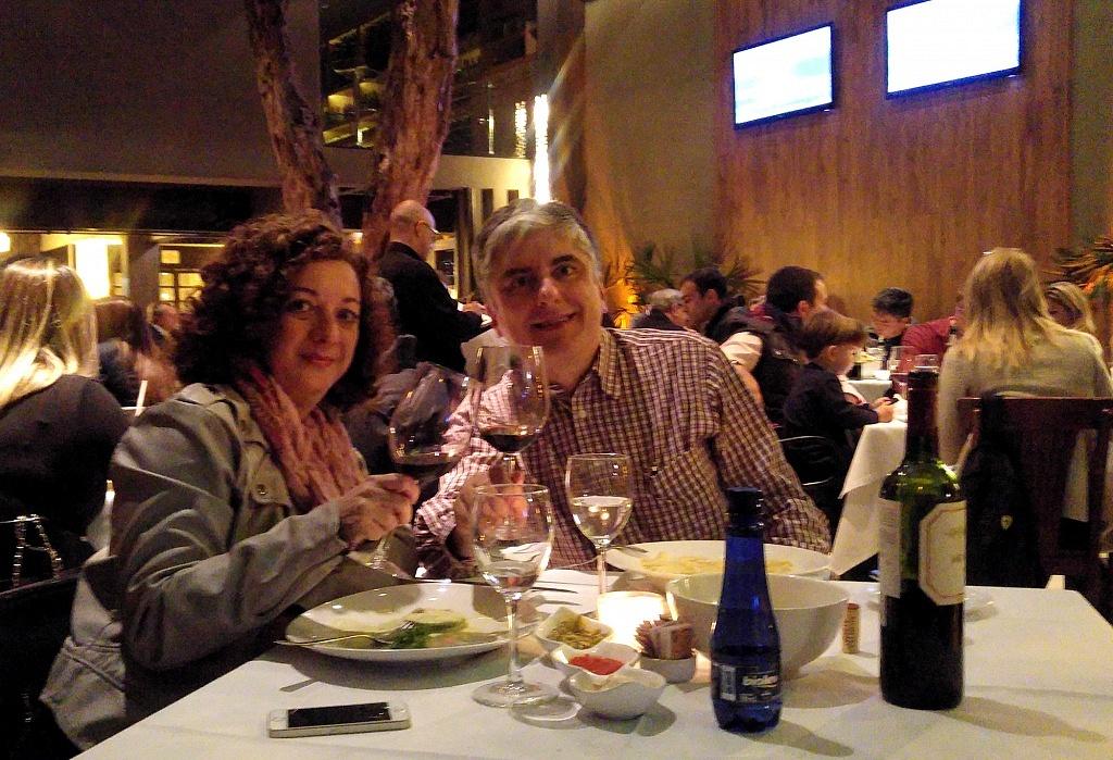 Renata e Emanuel no restaurante Lilló, em São Paulo