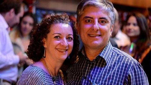 Renata e Emanuel na inauguração do Red Buteco, na Vila Madalena, em São Paulo