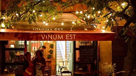 Vinum Est wine bar