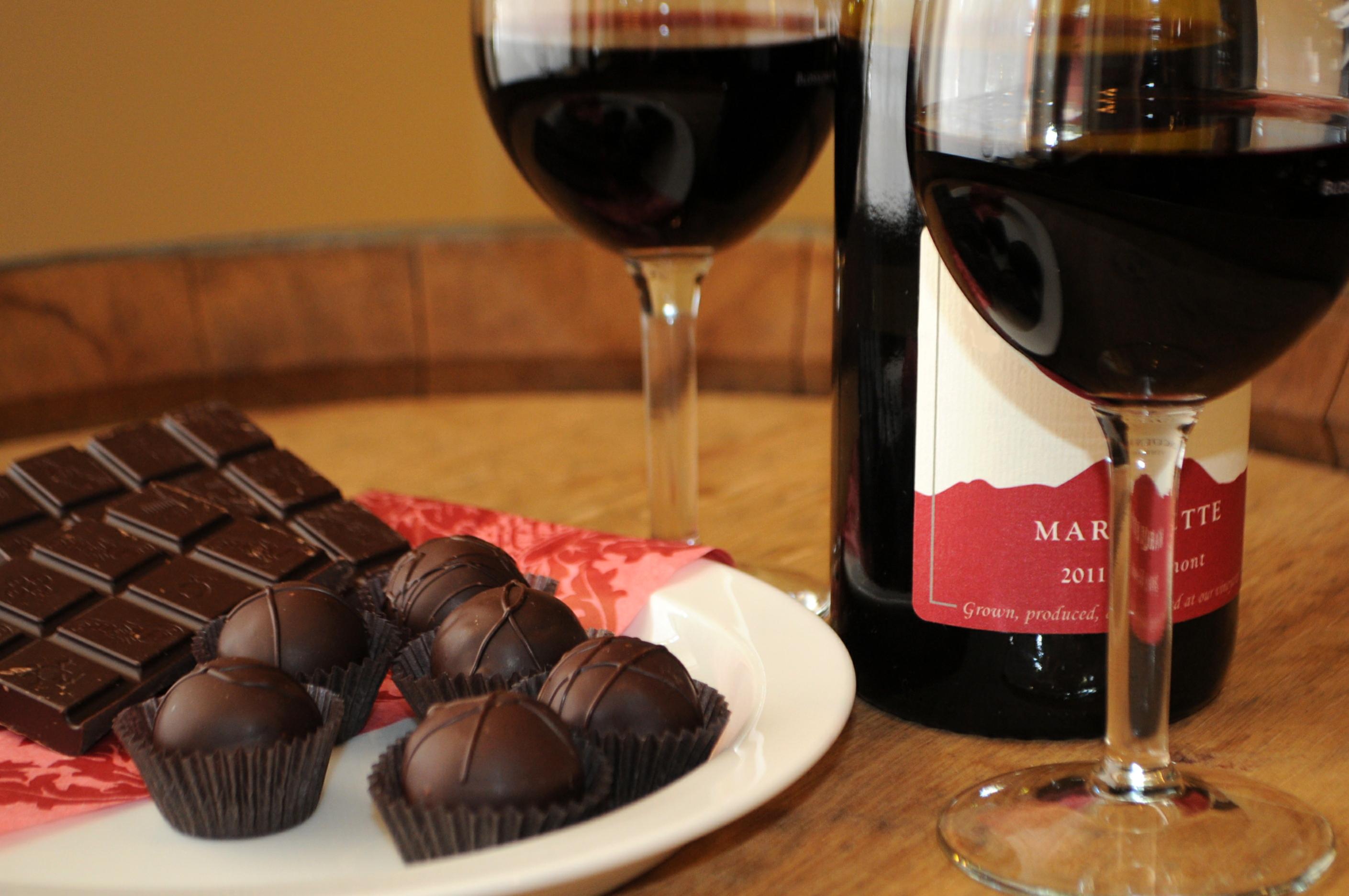 Resultado de imagem para vinho e chocolates