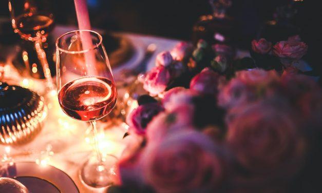 Think Pink: evento beneficente com vinhos, moda e arte em prol do Outubro Rosa